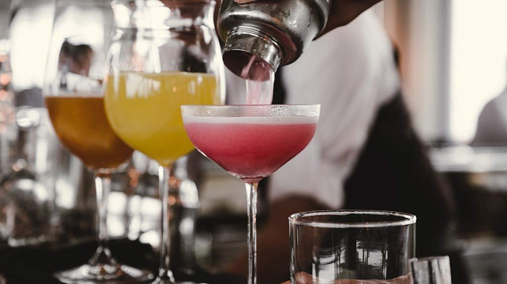 Tipos de cócteles para copas desechables